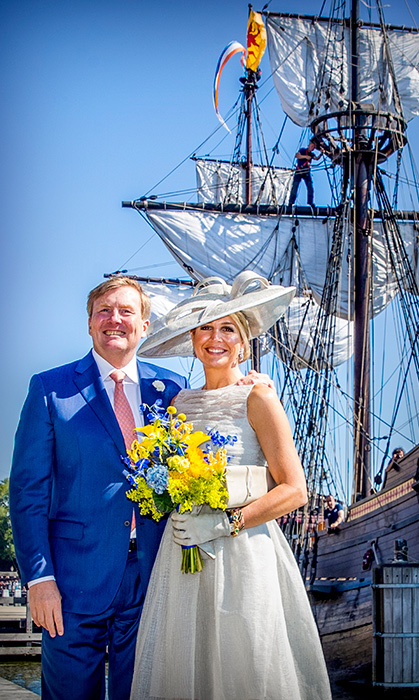 What a beautiful portrait! King Willem-Alexander and Maxima posed by the boats during their visit to the region of West-Friesland on June 28.