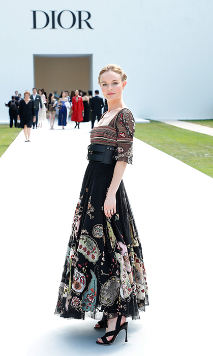 Kate Bosworth looked beautifully statuesque in her ornate Dior gown while posing outside of the venue.