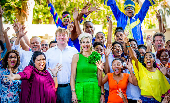 Willem-Alexander and Máxima had a very colourful day in Curacao as the two paid a visit to Excel Arts Academy on July 2. The Academy won the Appeltje van Oranje Award from the Oranje Foundation.