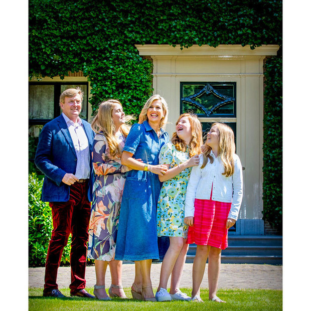 The family of five were in very high spirits for the fun photoshoot!