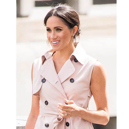 The duchess decided to glam up her look with more Canadian designs, wearing the Birks Bee Chic White Quartz Stud Earrings. Keeping her decollate bare, Meghan paired the earrings with a few dainty rings on her right hand.