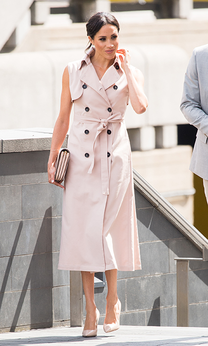 "<a href=""https://ca.hellomagazine.com/tags/0/meghan-markle""><strong>Meghan Markle</strong></a> threw it back to her pre-wedding style, rocking her signature messy bun and an edgy dress by Calgary based clothing brand NONIE. The 36-year-old paired the pink trench coat dress with a Mulberry clutch, patent nude heels and a simple yet elegant makeup look.