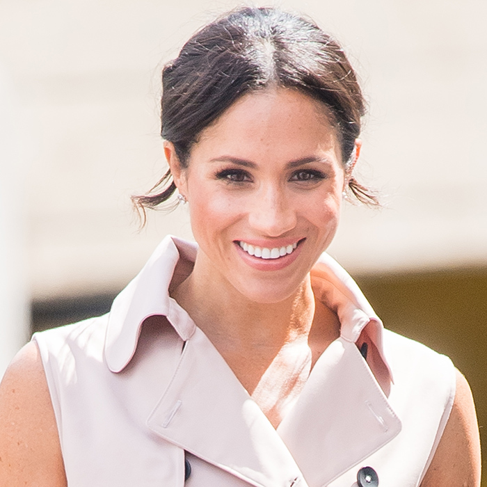 Meghan rocked her classic makeup look – a pink lip, minimal bronzer and thick eyelashes.