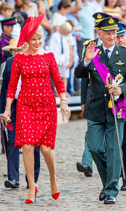 While arriving at the National Day Para on July 21, Queen Mathilde stunned in a red ensemble.
