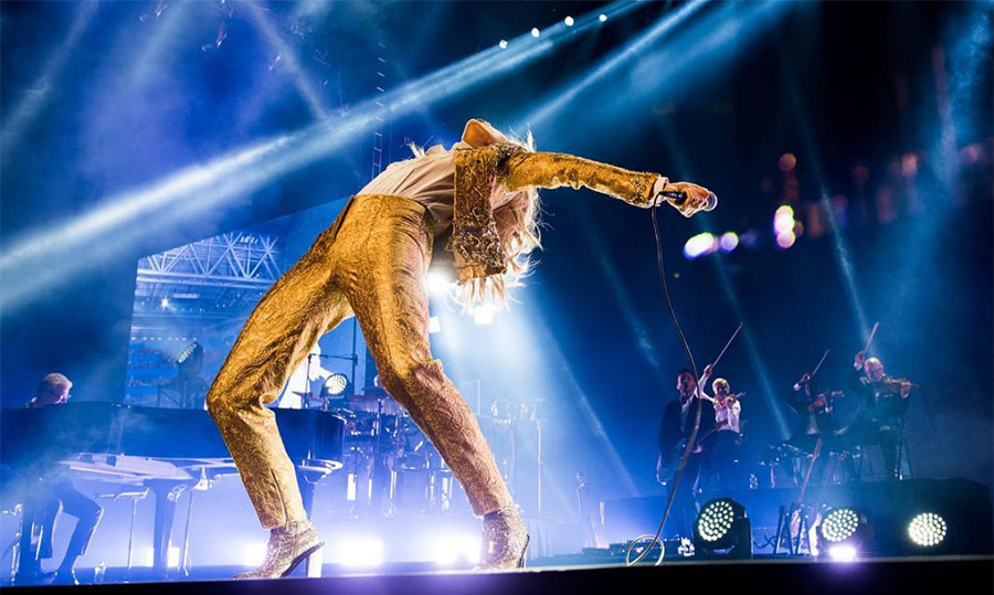 "Talk about flexible! Queen Celine was super energetic during her tour dates Down Under. ""Can't wait to give it all in Melbourne tonight,"" she wrote on Instagram.