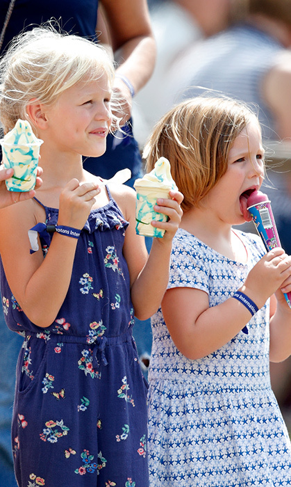 Isla Phillips and cousin Mia enjoyed ice cream and a popsicle at Gatcombe Park on Aug. 3.