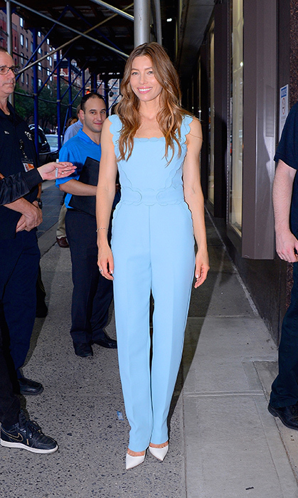 Jessica Biel has been giving us major fashion envy lately! The actress was spotted rocking an amazing powder blue jumpsuit while out and about in Manhattan.