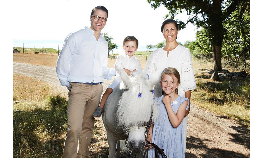 The family of four posed for a stunning and perfectly coordinated summer photo clad in white, beige and blue. Little Oscar melted hearts smiling from ear to ear as he perched on a pony named Viktor! 