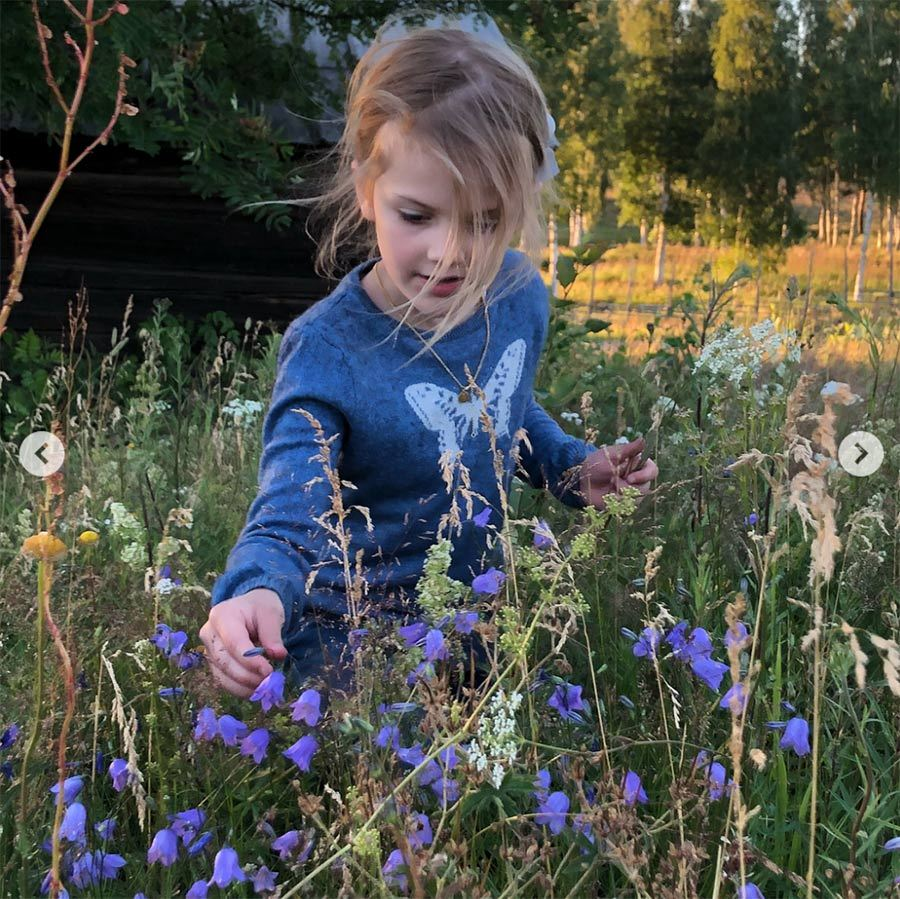 Princess Estelle picked some pretty flowers while wearing a shirt featuring a butterfly. Perhaps these were the blooms that they used to decorate pretty pony Viktor. 