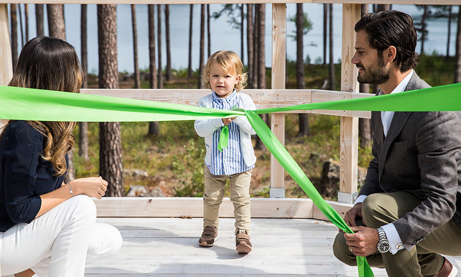No scissors for this little one! But a ribbon pulling officially inaugurated the Prince Alexander Viewpoint.