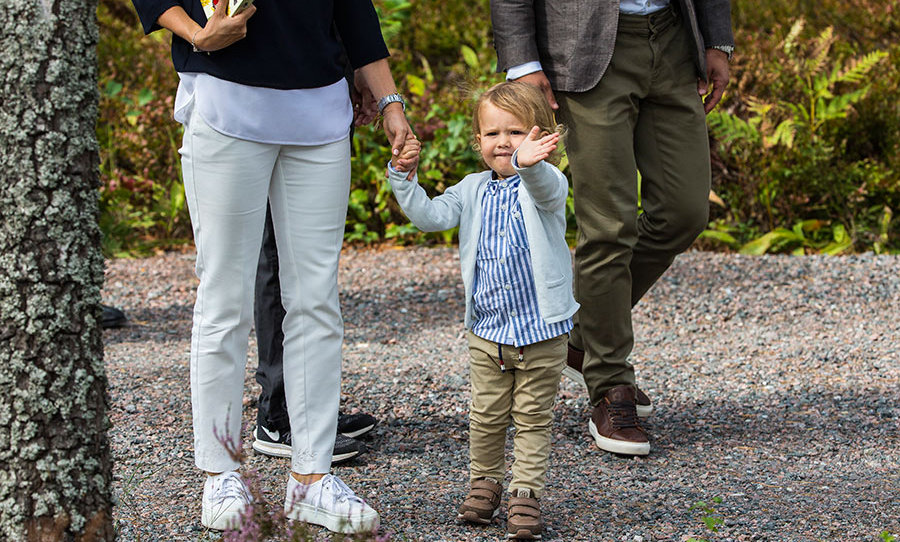 "The couple's first child was quickly melting hearts, waving adorably at photographers. It looks like he and <a href=""https://ca.hellomagazine.com/royalty/2018062749772/princess-charlotte-royal-wave-photos/""><strong>friendly Princess Charlotte</strong></a> would get along well!