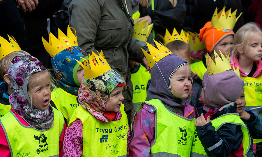The family visited a daycare in Torshavn, the capital of the Faroe Islands that has 17,000 inhabitants. The sweet schoolchildren created their own crowns to celebrate the occasion.