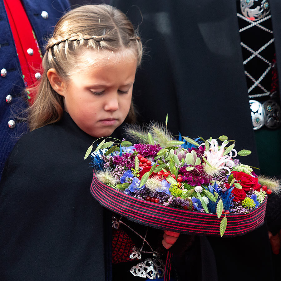 Princess Josephine, who wore her hair in a beautiful waterfall braid,w as enamoured by the floral arrangement the family received in Skalaroed on the third day of their royal tour. 