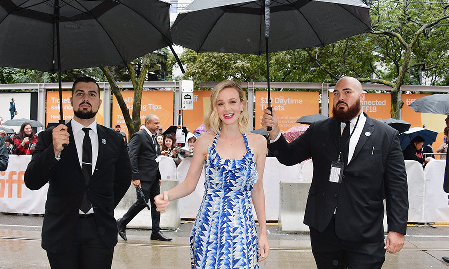 A little rain couldn't stop Carey Mulligan from turning up to the <em>Wildlife</em> premiere in style!
