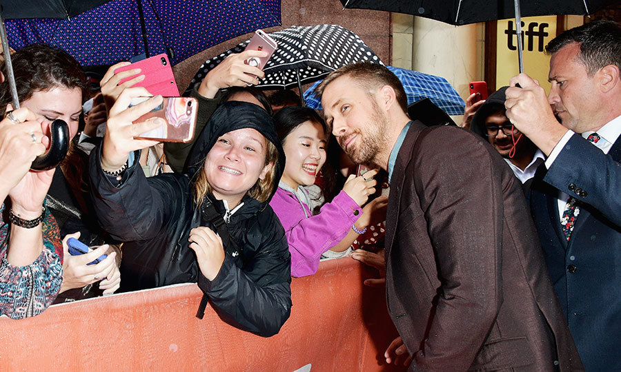Hey Girl! <em>First Man</em> star Ryan Gosling indulged his fans with a few selfies. 