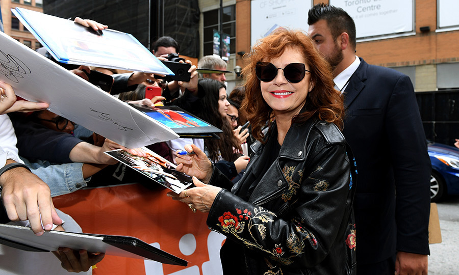 How cool is Susan Sarandon? She looked the part for her <em>Viper Club</em> arrival.