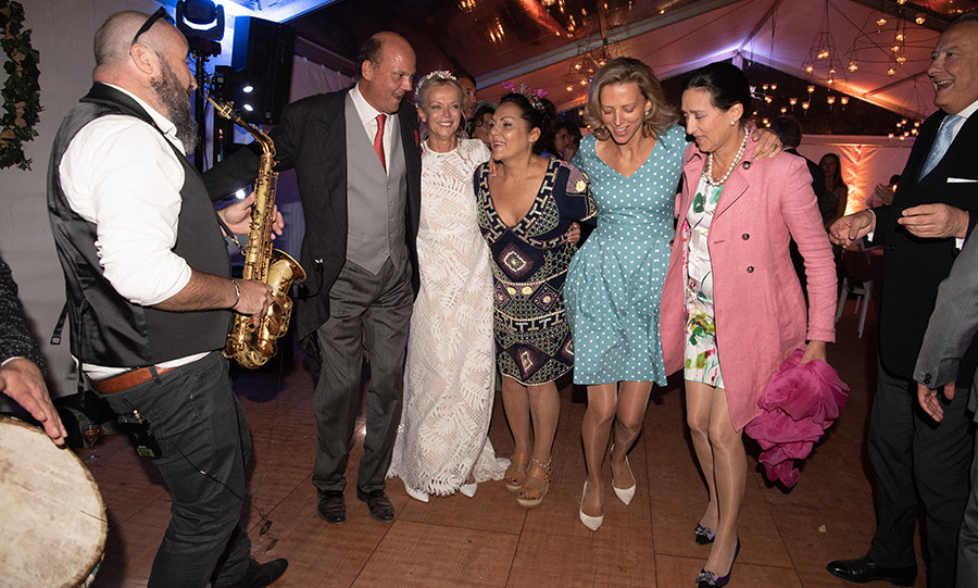 As a saxophonist played, Princess Helene and Prince Serge got their groove on alongside Princess Hermine Clermont Tonnerre, her half-sister Princess Amelie of Bourbon Parme and Princess Tania of Bourbon Parme.