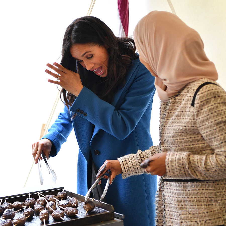 Meghan got right in there with the women of the Hubb Community Kitchen cooking the lunch at Kensington Palace, though it looks like a little splatter almost got the best of her while cooking kofta! 