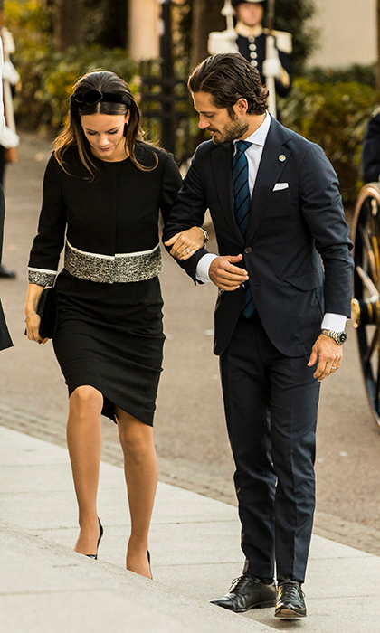 Prince Carl Phillip lent Princess Sofia a helping hand while arriving at the opening parliamentary session.