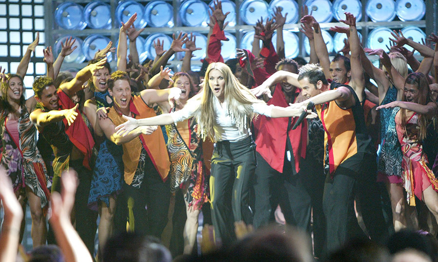 The singer brought a gaggle of dancers to the stage for a show-stopping performance at the World Music Awards in 2004!