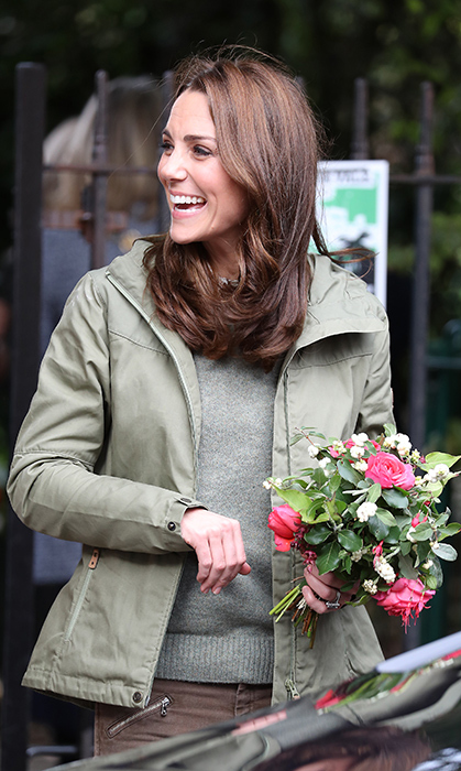 She showed off her megawatt smile while holding a pretty bouquet of flowers.