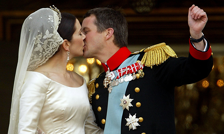 Royal Wedding Kiss.Royal Weddings The Best Kisses Hello Canada