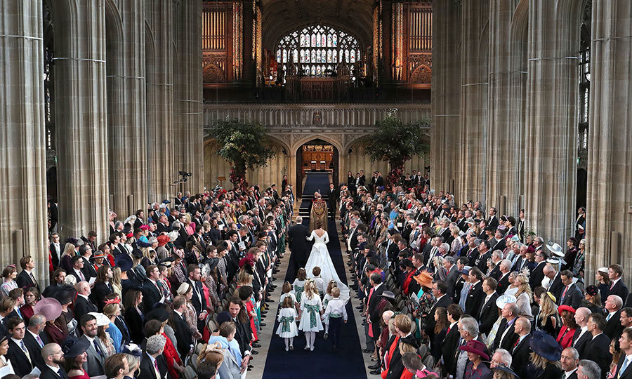 850 guests watched as the bride walked down the aisle to meet her groom. Eugenie was accompanied by her proud father, Prince Andrew. 