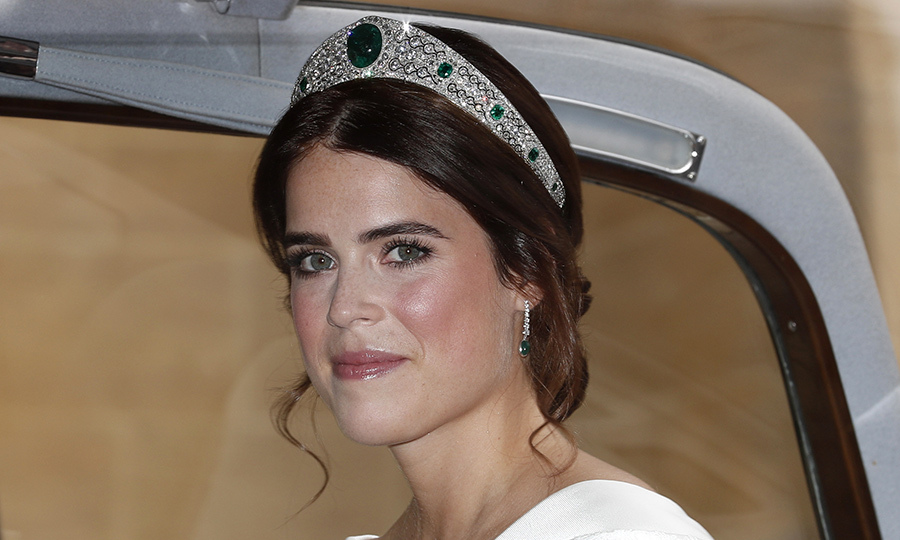 Eugenie opted for simple makeup – bold brows and rosy cheeks – to let her natural beauty shine on her wedding day. The look was created by Bobbi Brown makeup artist  Hannah Martin. 