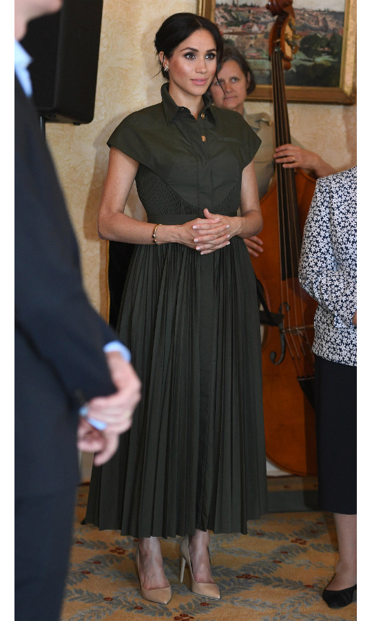 0e4a5c389e The duchess changed up her look for the reception by swapping her fitted  Karen Gee dress