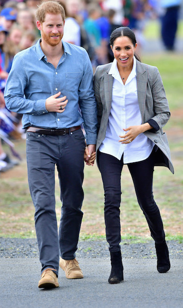 The Duchess of Sussex kept things chic and casual as she and Prince Harry touched down in Dubbo – and she paid sweet tribute to her BFF, Serena Williams! Donning an oversized blazer from the tennis pro's clothing line, Meghan paired the look with a crisp white button-up blouse by Maison Kitsune, black jeans by Australian label Outland Denim and black J.Crew 'Sadie' ankle boots to anchor the look. Veering away from her classic messy bun, the 37-year-old kept her hair sleek in a low ponytail to show off a delicate necklace by Aussie jewelry designer Natalie Martin.