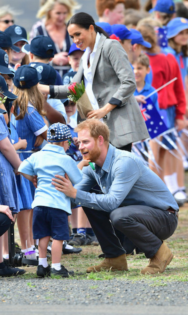 It wasn't long after landing in Dubbo that the Duke and Duchess of Sussex received some hugs from their little fans! In easily one of the sweetest moments yet, five-year-old Luke Vincent of Buninyong Public School just couldn't help but touch Prince Harry's beard. Meghan spotted the adorable moment and quickly made her way over...