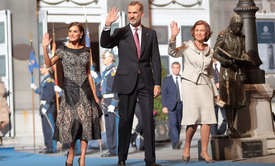 On Oct. 19, Queen Letizia, King Felipe VI and Queen Sofia made a glamorous appearance at the Princesa de Asturias Awards 2018 ceremony at the Campoamor Theater in Oviedo, Spain.