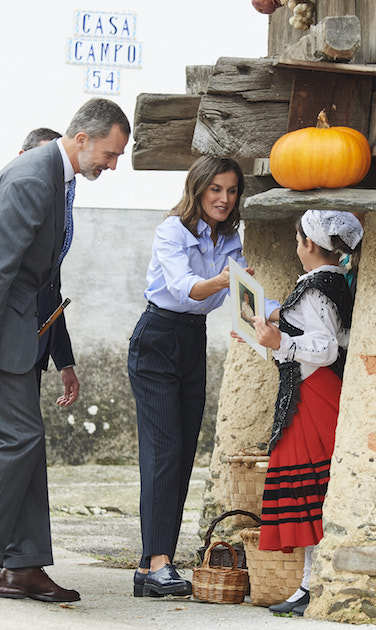 A day later, the Spanish royal couple paid a visit to Moal Village in Cangas de Narcea, Spain. The village has been honoured as the 2018 Best Asturias Village.