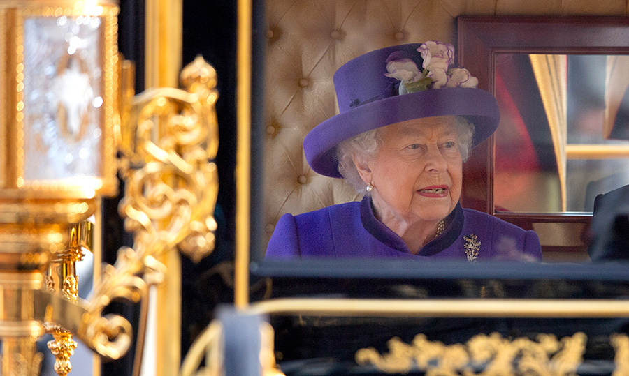 The Queen arrived to Buckingham Palace in the State Carriage to greet King Willem-Alexander and Queen Maxima of the Netherlands.