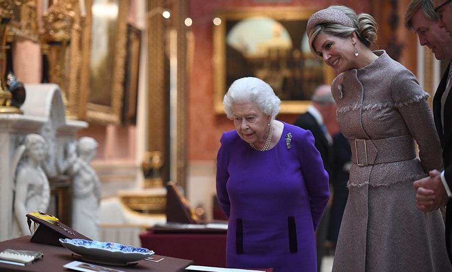 The Queen showed her visitors some Dutch items in the Royal Collection at Buckingham Palace. 