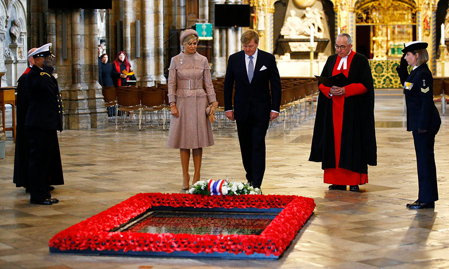 On a visit to the Tomb of the Unknown Warrior at Westminster Abbey, the Dutch royals laid a wreath alongside John Hall, Dean of Westminster. 