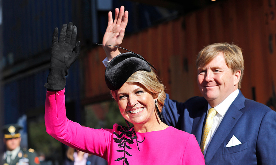 Waves for the well-wishers! Máxima and Willem-Alexander waved to their admirers.