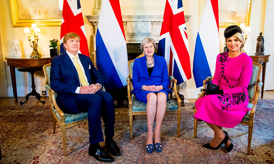 The King and Queen of the Netherlands chatted with Prime Minister Theresa May.