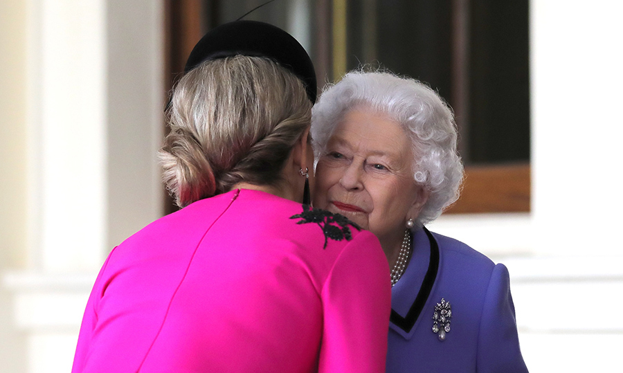 Another kiss for Her Majesty! Queen Máxima said a formal farewell to the Queen at Buckingham Palace as their two-day state visit drew to a close on Oct. 24.