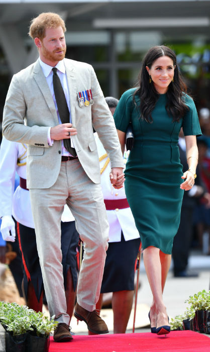 The dapper parents to be made an elegant appearance at the unveiling of the Labalaba Statue, which commemorates the British-Fijian soldier Sergent Talaisai Labalaba, who lost his life in the 1972 Battle of Mirbat. Prince Harry and  Meghan were joined by the President of Fiji and senior representatives from the government and Armed Forces. Naturally, a gaggle of well-wishers crowded about to catch a glimpse of the two!