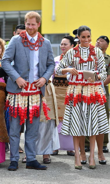The couple visited an exhibition of Tongan handicrafts, mats and tapa cloths at the Fa'onelua Convention Centre – and even tried on some traditional clothes! These are called ta'ovalas, which is a mat wrapped around the waist.