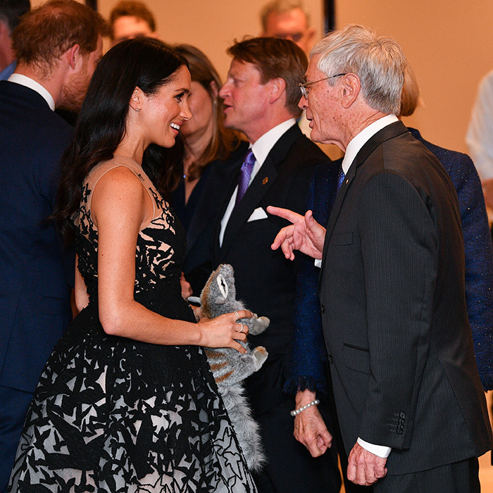 The couple spent some time greeting and chatting with officials at the event. Meghan spoke with multi-hyphenate Dick Smith – an Australian businessman, record-breaking aviator, philanthropist, entrepreneur and political activist. Wow!