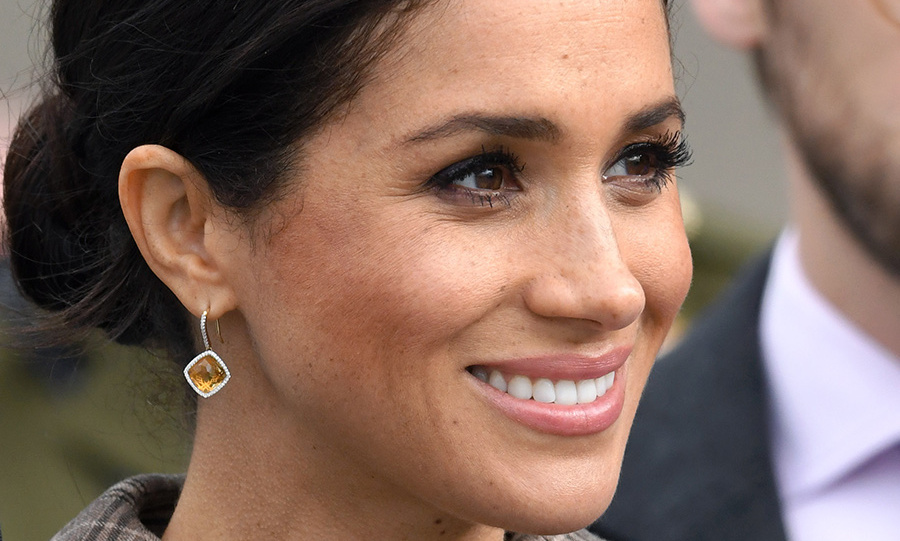 Meghan shined in her Birks Muse Citrine and Diamond drop earrings, which were perfectly complemented by her pretty makeup that accented her brown eyes.