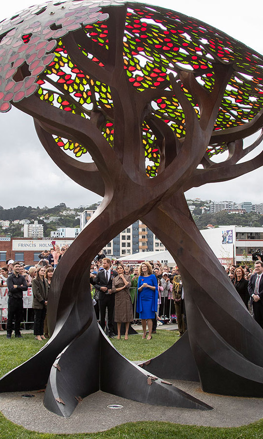 The couple took in the newly unveiled UK war memorial at Pukeahu National War Memorial Park, a striking sculpture of a tree. 