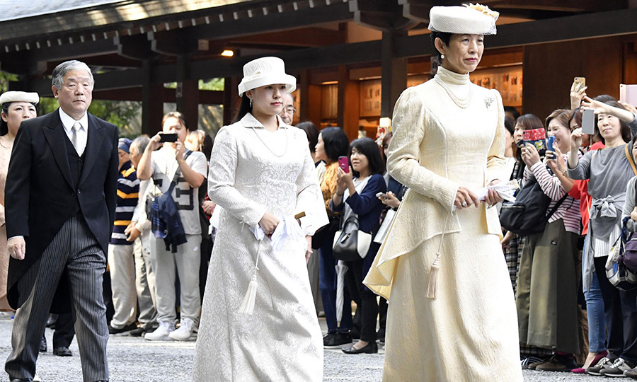 In anticipation of her wedding day, Princess Ayako and Princess Hisako visited Shinto shrine Ise Jingu on Oct. 18.