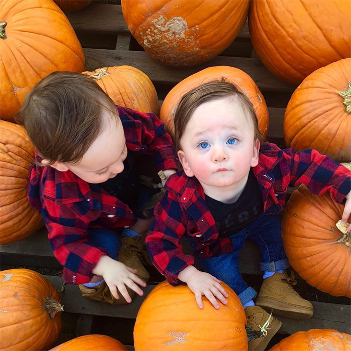 Jessi Cruickshank's adorable twin boys sure are growing up fast. The cuties took Canadian autumn fashion to the next level, donning blue jeans and plaid shirts at the pumpkin patch.