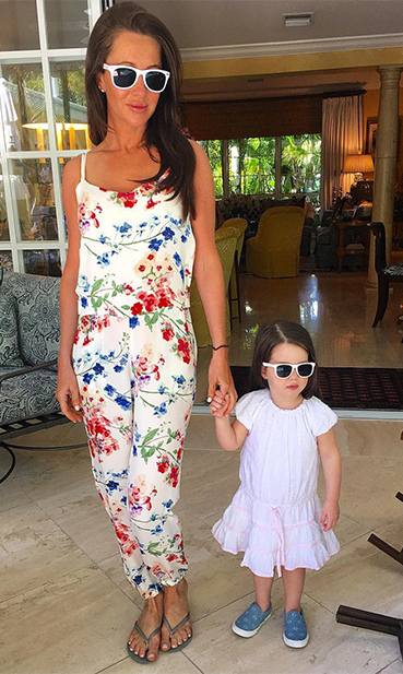 These two must have an endless collection of matching sunglasses!