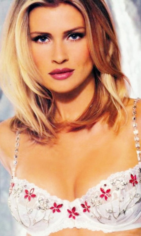 <h2>Daniela Pestova, 1998</h2>