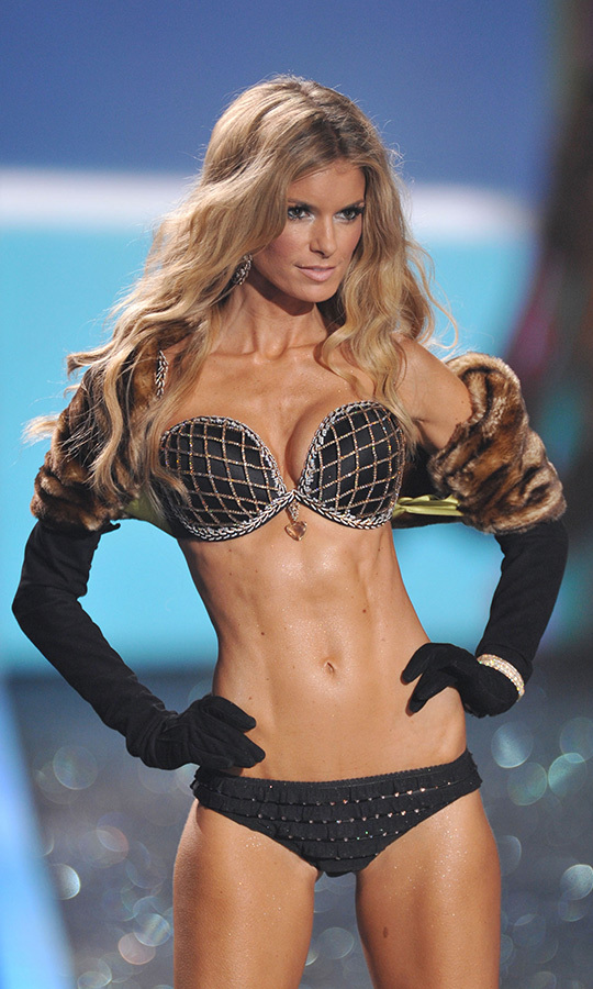<h2>Marisa Miller, 2009</h2>