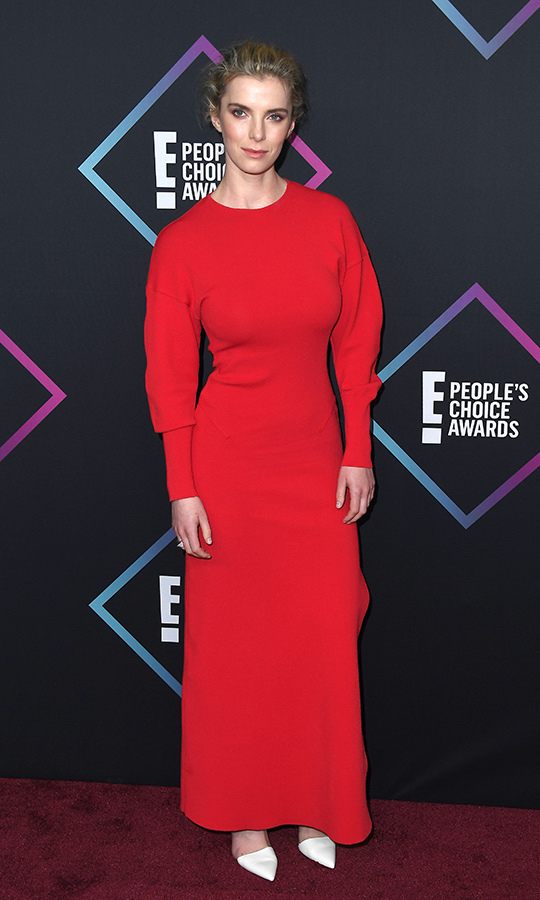 Betty Gilpin in Esteban Cortazar